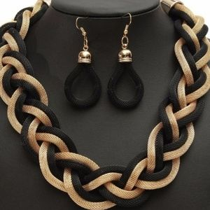 Jewelry - 💕2 FOR $15💕 3 Piece Black and Gold Jewelry Set